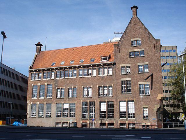 640px-Rotterdam_blaak10.jpg