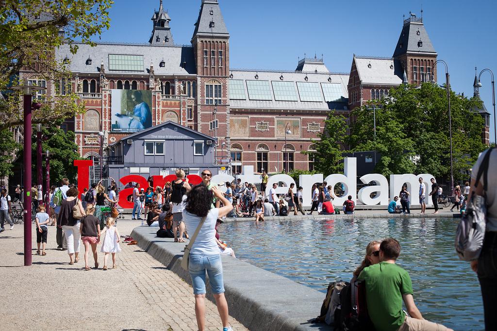 2019년 네덜란드 정부가 암스테르담의 지나친 투어리스트 수에 대처하는 에어비앤비 규제