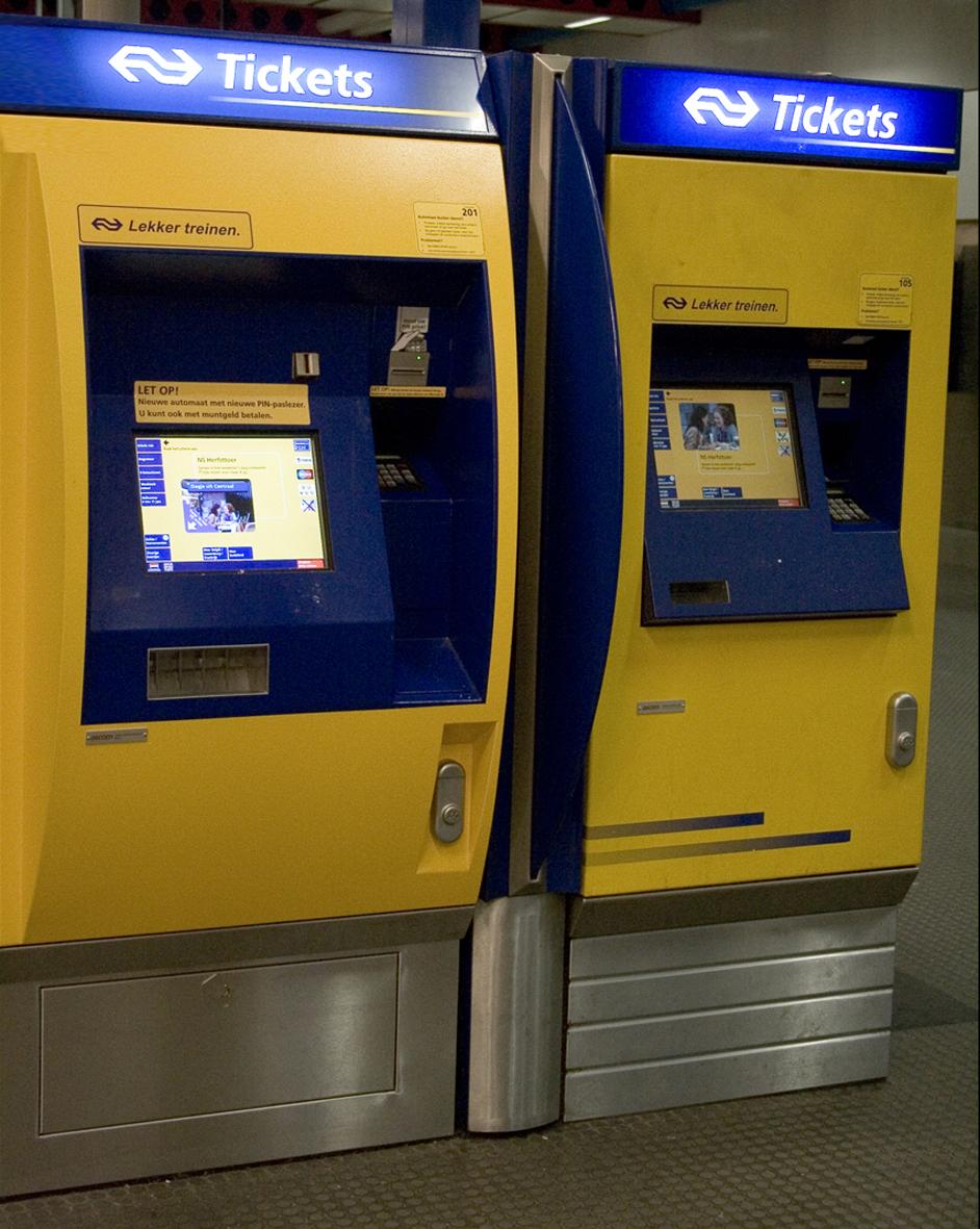 7월 2일부터 기차역 창구에서 현금으로 OV칩카드를 충전하면 50센트 부과. Cashless country로 향하는 네덜란드