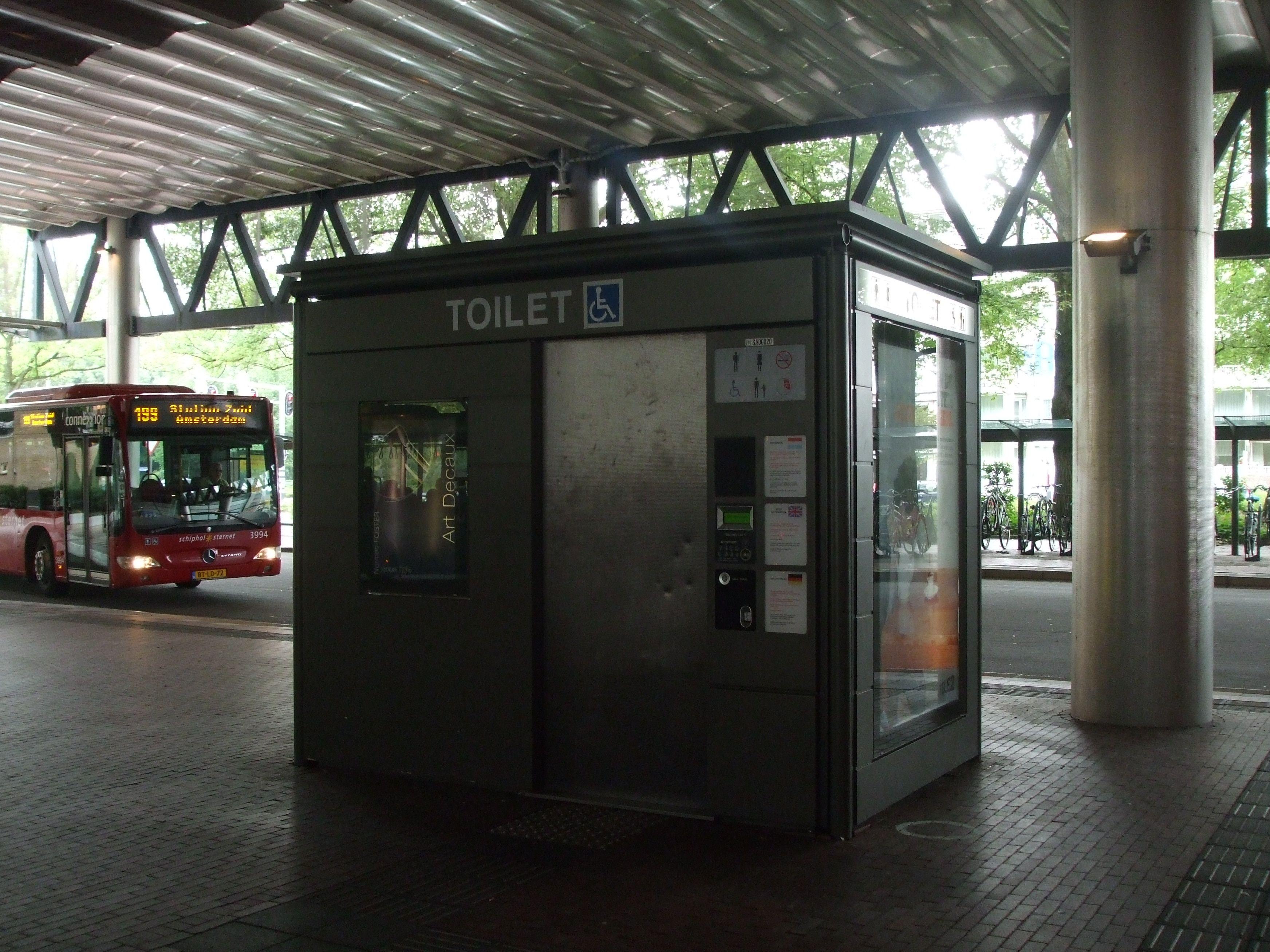 펍에서 술을 마시다 화장실에 가도 돈을 내야한다니..? 네덜란드의 가끔은 황당한 공공 화장실!