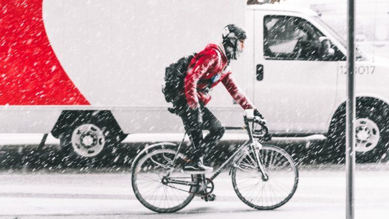 네덜란드에서 자전거타는 중 핸드폰 이용시 벌금